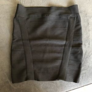 🆕EUC Guess Bandage Skirt